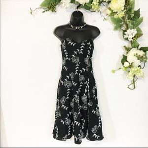 WHBM Strapless Floral Embroidered Dress NWOT Sz 0